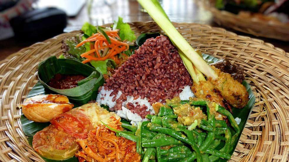 Jidlo A Piti Na Bali